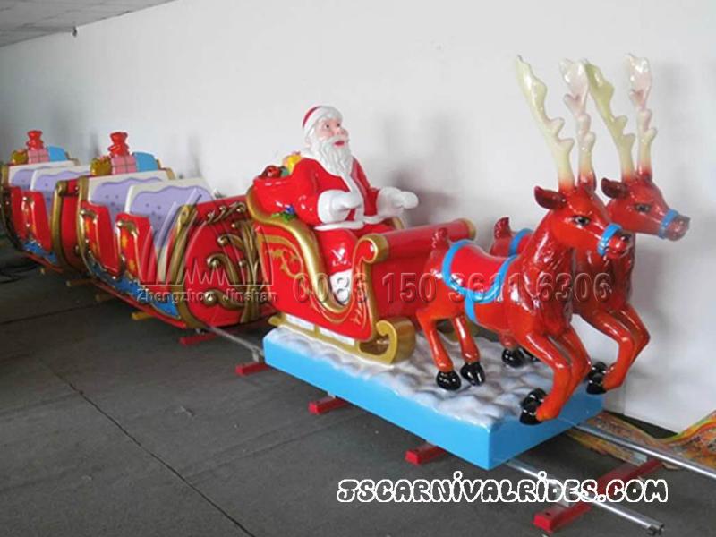 Поезд с формами Рождества