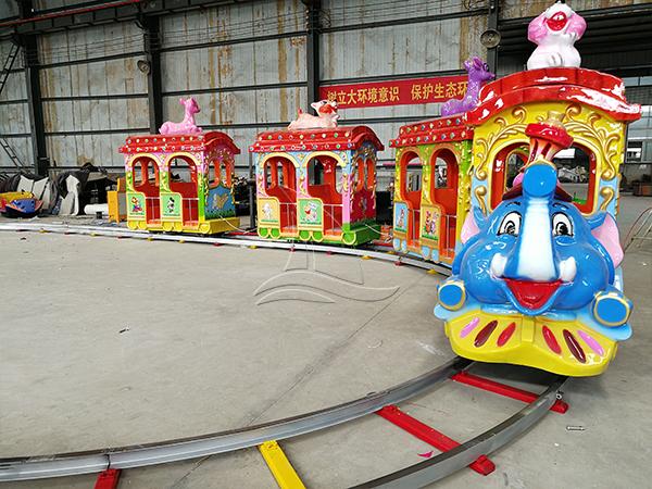 Kids Track Elephant Train